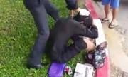 Thanh niên bị đánh vì chân hoại tử nhưng không vào viện mà đi ăn xin