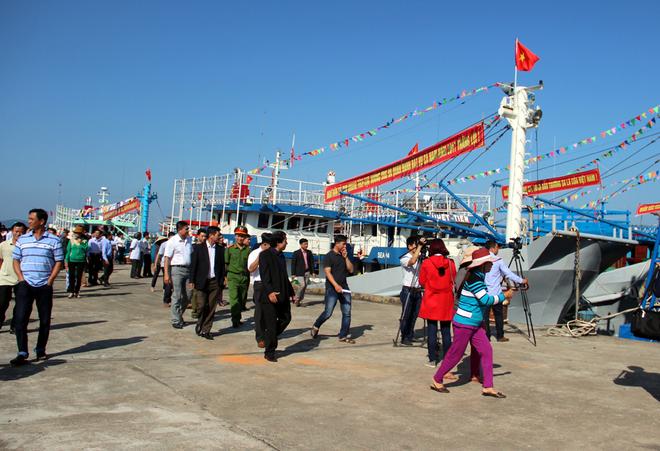 Đội tàu sắt ra khơi với khẩu hiệu 'Hoàng Sa, Trường Sa là của Việt Nam'