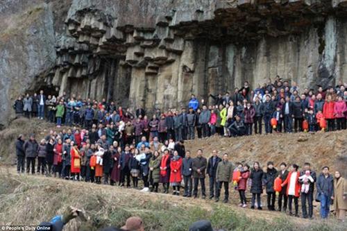 Đây chỉ là một nửa số thành viên vẫn còn sống.của đại gia đình họ Ren. Ảnh: Peoples daily