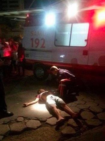 Hỗn chiến đẫm máu trên đường phố Brazil - ảnh 1