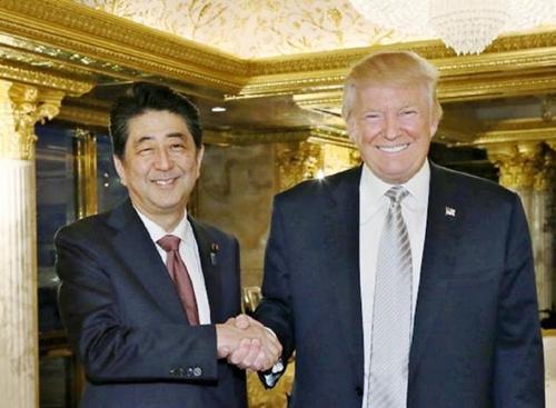 Thủ tướng Nhật Shinzo Abe và Tổng thống Mỹ Donald Trump hồi tháng