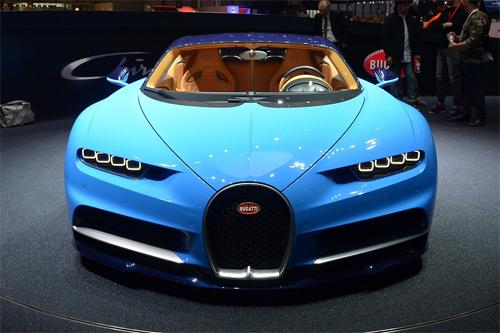 Người kế nhiệm Veyron có sức mạnh tới 1.500 mã lực cùng hàng tá công nghệ hỗ trợ mà không nhiều siêu xe có ở thời điểm này