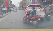 Thanh niên tông xe máy vào Lexus rồi bỏ chạy