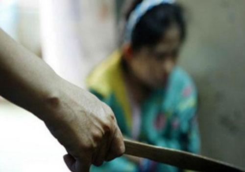 Trút 'mưa dao' lên vợ vì hàn gắn tình cảm bất thành