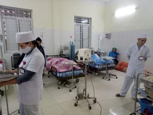 Hơn 50 người nhập viện sau khi ăn cỗ cưới ở Hà Giang