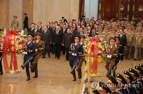 Lãnh đạo Kim Jong-un tại Cung tưởng niệm