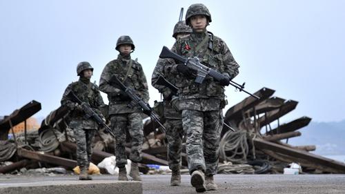Lực lượng quân sự Hàn Quốc tuần tra. Ảnh: