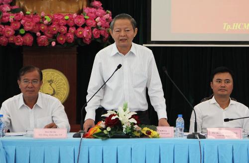 Phó chủ tịch TP HCM: Xem lại cách làm barie trên vỉa hè - ảnh 1