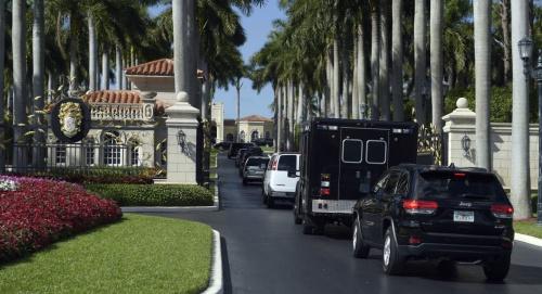 Đoàn xe của ông Trump tại Florida hôm 11/2. Ảnh: AP