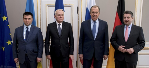 Từ trái sang, ngoại trường các nước Ukraine, Pháp, Nga và Đức chụp ảnh chung tại Diễn đàn An ninh Munich lần thứ 53, Đức, ngày 18/2. Ảnh: Reuters.