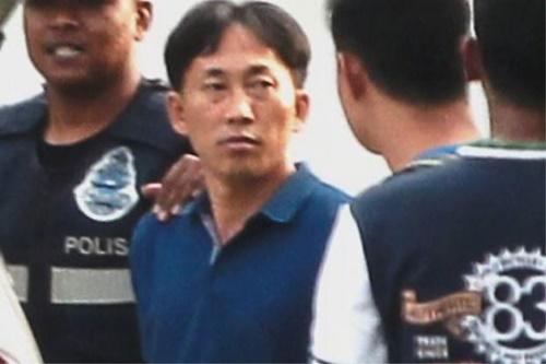 Nghi phạm mang hộ chiếu Triều Tiên Ri Jong-chol. Ảnh: Star.