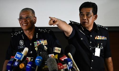 Các quan chức cảnh sát Malaysia họp báo hôm 19/2 về cái chết của công dân Triều Tiên. Ảnh: Reuters