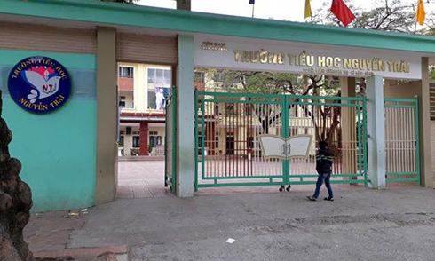 Học sinh tiểu học ở Hà Nội rơi từ tầng 3