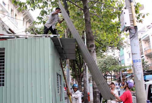 Chốt dân phòng chiếm vỉa hè ở quận 1 bị tháo dỡ