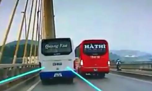 cong-an-dieu-tra-hai-xe-khach-chen-nhau-tren-cau-nhu-phim-hanh-dong