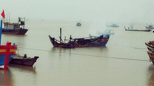 Ba tàu cá của ngư dân Thanh Hoá cháy rụi trong đêm