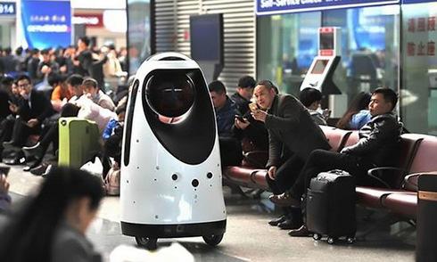 trung-quoc-trien-khai-robot-canh-sat-de-bao-ve-nguoi-dan