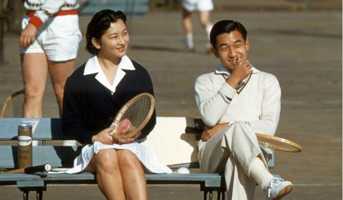 chuyen-tinh-tren-san-tennis-cua-nha-vua-va-hoang-hau-nhat-ban