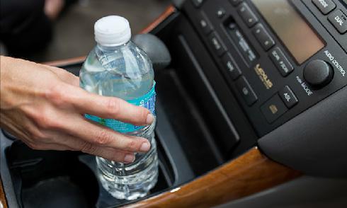12 thứ không nên để trong ôtô