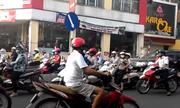 Hàng chục người đi xe ngược đời ở Hà Nội