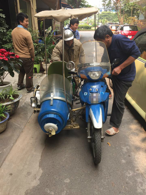 cu-ong-86-tuoi-do-xe-may-cu-thanh-sidecar-ba-banh-3