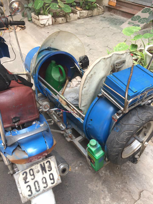 cu-ong-86-tuoi-do-xe-may-cu-thanh-sidecar-ba-banh-2