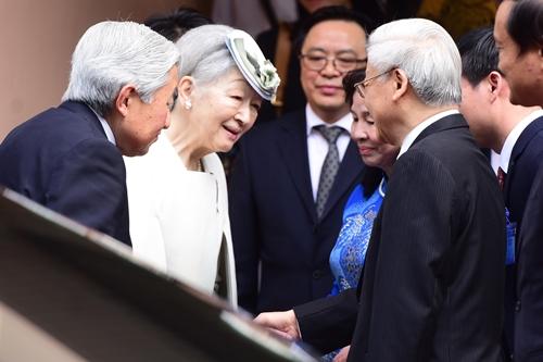 Tổng Bí thư Nguyễn Phú Trọng cùng phu nhân đón tiếp Nhà vua và Hoàng hậu Nhật Bản. Ảnh: Giang Huy.