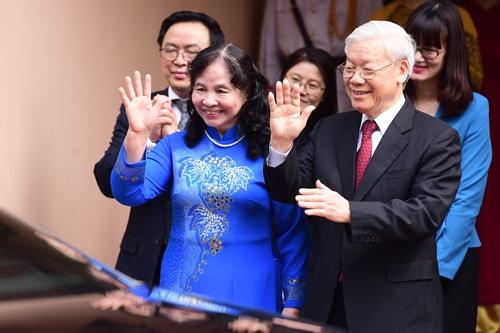 Tổng Bí thư Nguyễn Phú Trọng cùng phu nhân chào tạm biệt Nhà vua và Hoàng hậu Nhật Bản. Ảnh: Giang Huy.