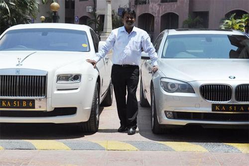 Thợ cắt tóc Ấn Độ sở hữu 150 xe sang