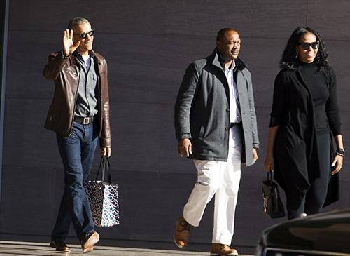 Vợ chồng Obama rời Triển lãm Mỹ thuật Quốc gia ở thủ đô Washington.