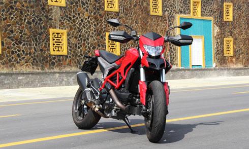 ducati-hypermotard-939-xe-phuot-da-nang-cho-gioi-tre-viet