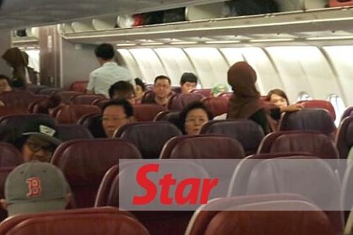 Đại sứ Triều Tiên Kang Chol trên chuyến bay từ Kuala Lumpur đến Bắc Kinh, Trung Quốc. Ảnh: Star.