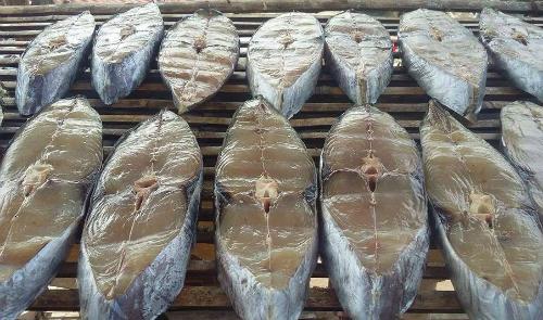 Hải Phòng nổi tiếng với đặc sản cá thu một nắng.