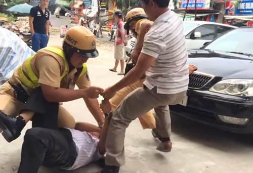 Cảnh sát vọt xe máy 110km/h truy đuổi nam sinh ăn trộm