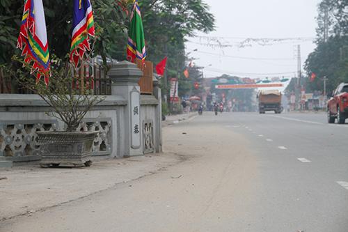 """Quốc lộ 'cong mềm mại' tại Hà Tĩnh họp vì nhà thờ họ """"Đặng"""""""