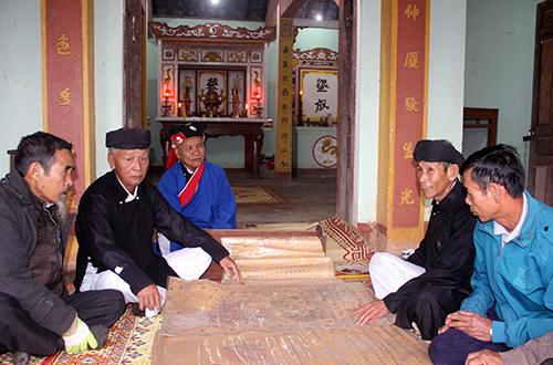 ngoi-lang-co-voi-nhung-ban-sac-phong-200-nam-tuoi-2