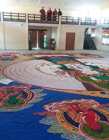 duc-gyalwang-drukpa-tang-phat-tu-viet-buc-tranh-theu-phat-quan-am-khong-lo-1