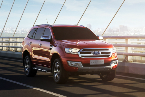ford-everest-giam-gia-canh-tranh-fortuner-tai-viet-nam