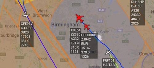 Máy bay được hộ tống tới sân bay Birmingham. Đồ họa: Airlive