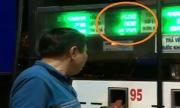 Khách mắng nhân viên bán xăng vì chưa bơm đồng hồ đã nhảy tiền