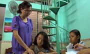 Người phụ nữ 32 năm xóa mù chữ cho trẻ bán vé số