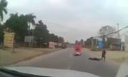Ôtô tải bỏ chạy sau khi tông ngã người đi xe máy