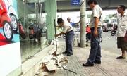Doanh nghiệp tự đập bậc thềm trong ngày kiểm tra vỉa hè ở Sài Gòn