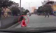 Những màn lao đầu vào ôtô kiểu tự sát