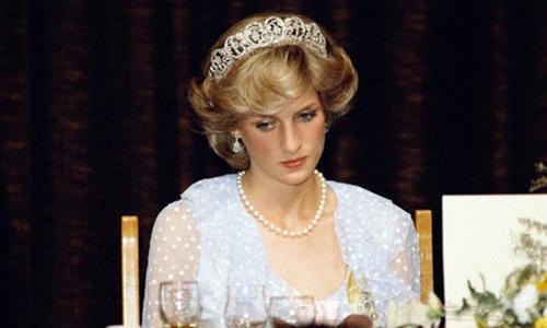 Công nương Diana được cho là đã rất buồn khi biết tin người chồng vẫn qua lại với tình cũ. Ảnh: Shutterstock