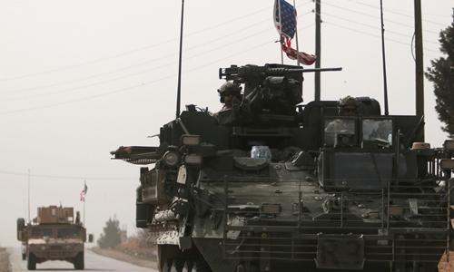 Phương tiện quân sự Mỹ ở Manbij, Syria, ngày 9/3. Ảnh: Reuters.