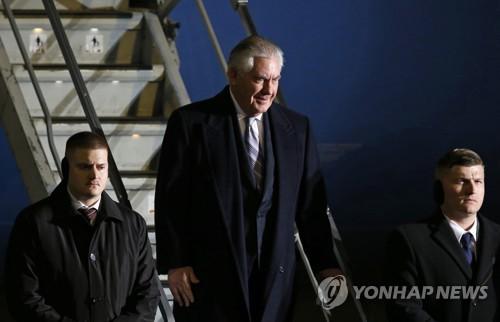 Ông Tillerson đặt chân tới Nhật Bản. Ảnh: Yonhap