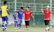 Bóng đá Việt như hội làng