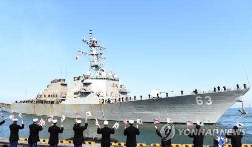 Tàu Mỹ hôm qua cập cảng