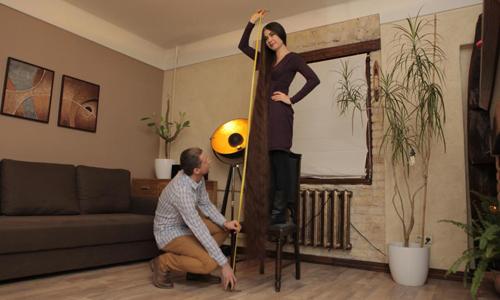 Tóc củaAliia Nasyrova dài 2,2 mét. Ảnh:BARCROFT MEDIA